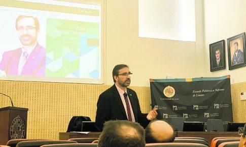 Juan Gómez apela a su experiencia en el Rectorado